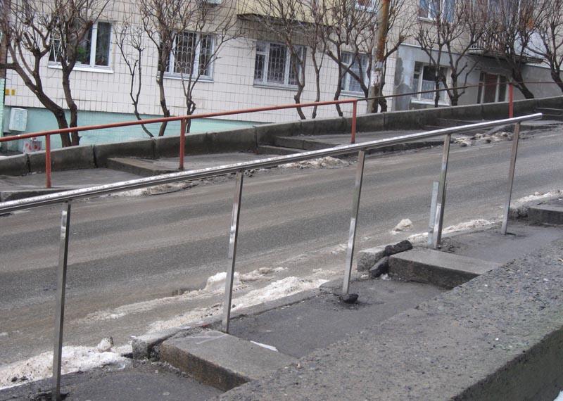 Перила из нержавейки на улице Франка в Киеве